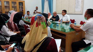 Photo of Diputuskan Kontrak, Puluhan Honorer RTK Mengadukan Nasibnya ke DPRD Madina