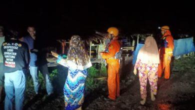 Photo of 11 Warga Terjebak di Atas Batu Sungai Berhasil Dievakuasi