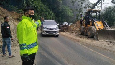 Photo of Jalan Lintas Medan-Brastagi Longsor, Polisi Berlakukan Sistem Buka Tutup