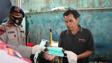 Photo of Brimob Polda Sumut Bagikan Ratusan Masker kepada Masyarakat