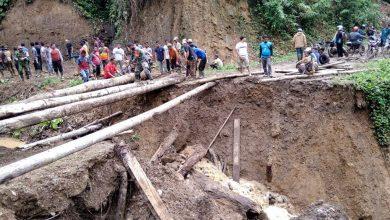 Photo of Jembatan Penghubung Amblas ke Jurang, Akses Dua Kecamatan Lumpuh