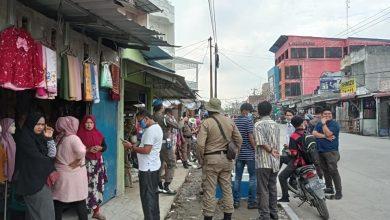 Photo of Satpol PP Tertibkan Pedagang di Atas Pedestrian Simpang Jodoh yang Baru Dibangun