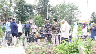 Photo of Civitas Akademik UISU Ziarah ke Makam Pendiri