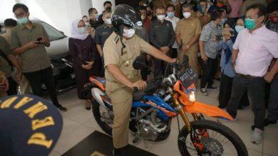 Photo of Masa Tugas Berakhir, Akhyar Nasution Pamit Pulang Naik Sepeda Motor