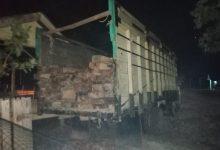 Photo of Personel TNI-Polri Amankan Truk Angkut Kayu Ilegal