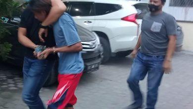 Photo of Viral, Maling Meteran Air Ditangkap di Warnet