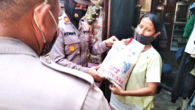 Photo of Polsek Patumbak Kembali Bagikan Bansos kepada Warga Terdampak Covid-19