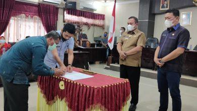 Photo of Wali Kota Sibolga Berhentikan 5 Pejabat Pemko