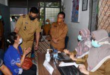 Photo of Bobby Nasution Saksikan Vaksinasi Lansia di Medan Tuntungan dan Belawan