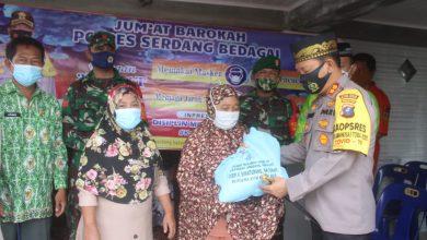 Photo of Kapolres Sergai Bagikan Sembako ke Masyarakat Terdampak Covid-19