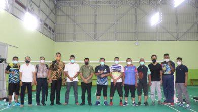 Photo of Jalin Kolaborasi, Wakil Wali Kota Banda Aceh Tanding Bulu Tangkis Lawan Plt Kadispora Medan
