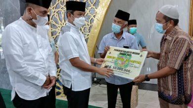 Photo of Pemko Medan Serahkan Bantuan untuk Masjid Nurul Islamiyah Medan Johor