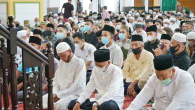Photo of Bupati Asahan Beserta Keluarga Salat Idul Fitri 1442 H di Masjid Agung H Achmad Bakrie Kisaran
