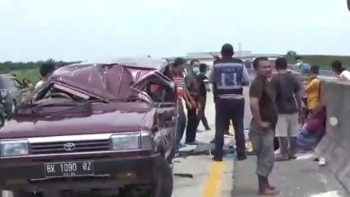 Photo of Ban Pecah, Mobil Kijang Terbalik di Jalan Tol Tebingtinggi-Medan