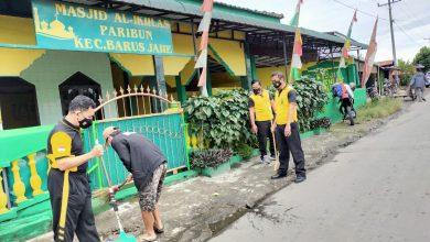 Photo of Sambut HUT Bhayangkara Ke 75, Polres Karo Bersihkan Rumah Ibadah