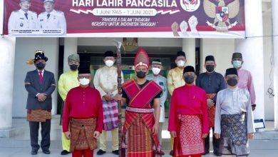 Photo of Wali Kota Medan Berpakaian Adat Batak Toba di Hari Lahir Pancasila