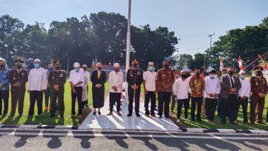 Photo of HUT ke-75 Bhayangkara, Polres Labuhanbatu Berangkatkan 16 Pecandu Narkotika ke Medan Jalani Rehabilitasi