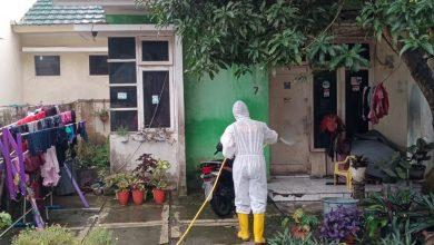 Photo of Polda Sumut Semprot Disinfektan di Kawasan Padat Penduduk