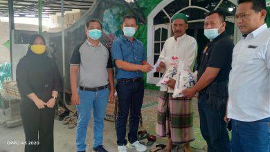 Photo of Melayat ke Rumah Warga Kemalangan, Ketua Pewarta Berikan Santunan dan Beras