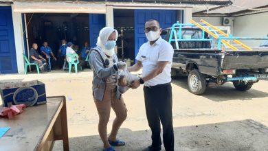 Photo of Pandemi Covid-19, Karyawan PDAM Tirta Nauli Berbagi Daging