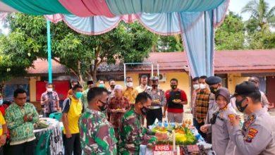 Photo of HUT Bhayangkara ke-75, Personel Koramil 07/KB Berikan Kue Ultah ke Polsek NA IX-X
