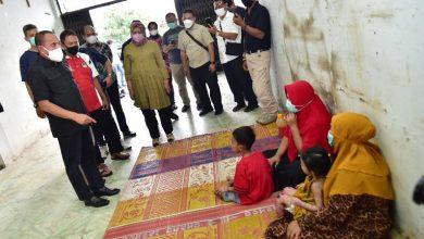Photo of Jenguk Dua Anak Penderita Penyakit Kulit, Edy Rahmayadi Mohon Maaf Baru Mengetahui